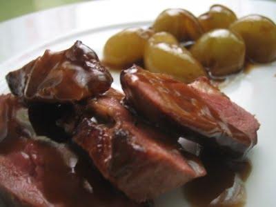 Magret de pato con salsa de uvas