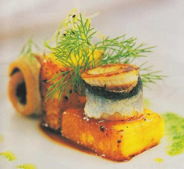 Melocotón de Calanda con sardinas a la plancha