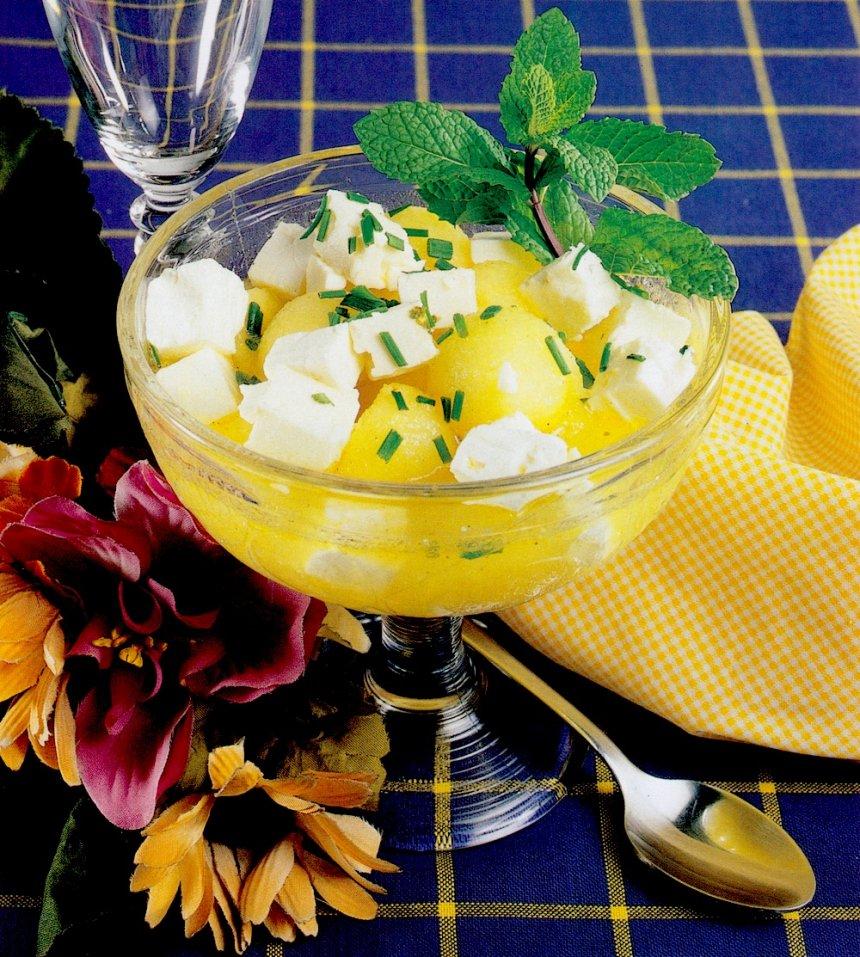Melón con queso feta y hierbabuena