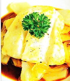 Merluza con patatas, ajo y pimienta