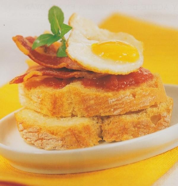 Panceta ibérica con huevo de codorniz