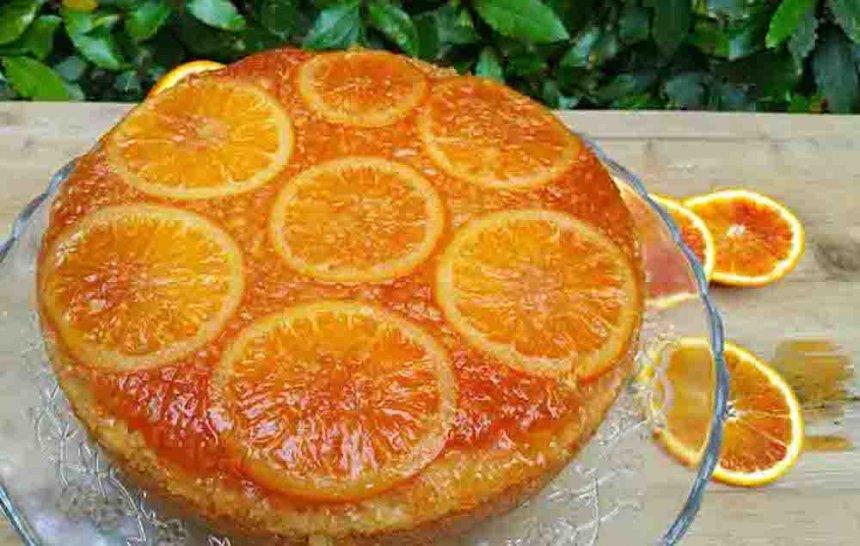 Pastel de arroz y naranjas clementinas