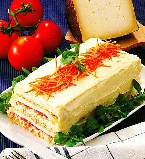 Pastel de atún, anchoas y queso.