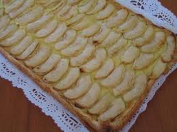 Pastel de hojaldre con manzanas