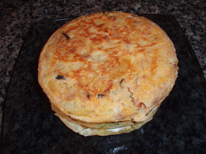 Pastel de tortilla con conservas