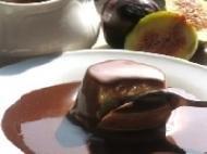 Pastelitos de higos secos con salsa de chocolate