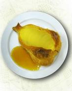 Pastelitos de hojaldre y peras con salsa de fresitas