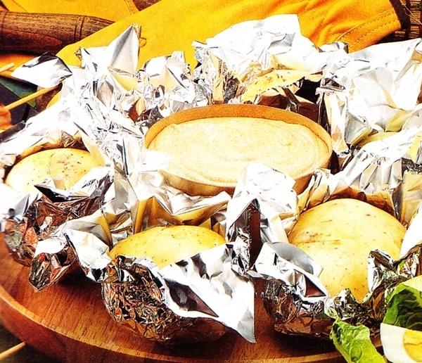 Patatas asadas con salsa de queso