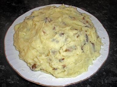 Patatas con negrillas (fredolics), estilo Organyà