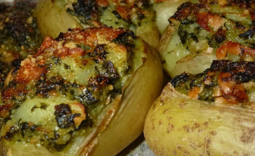 Patatas rellenas de salmón, espinacas y almendras