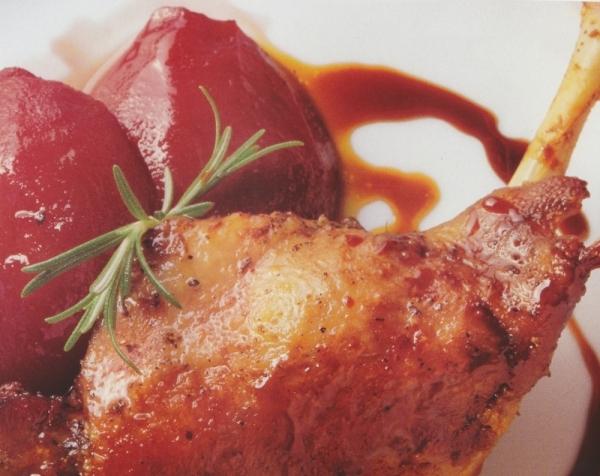 Pato con peras al vino tinto