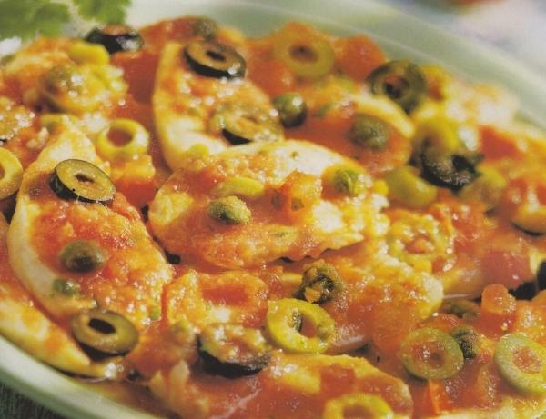 Pechugas de pollo con tomate y aceitunas