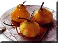 Peras con salsa de caramelo y de naranja