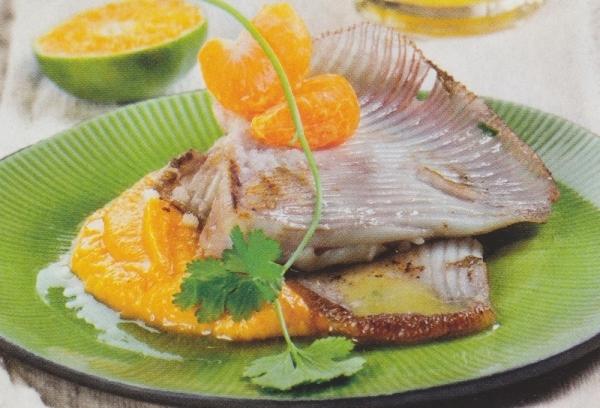 Pez raya con pure cremoso de boniato y salsa de mandarina