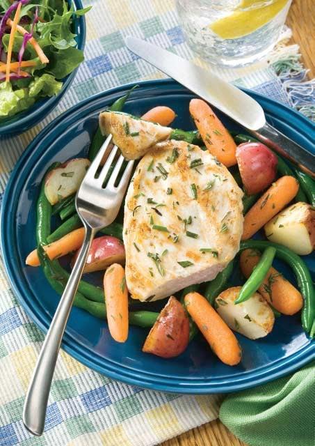Pollo al limón con romero y vegetales