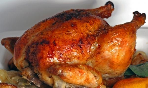 Pollo asado relleno de aceitunas