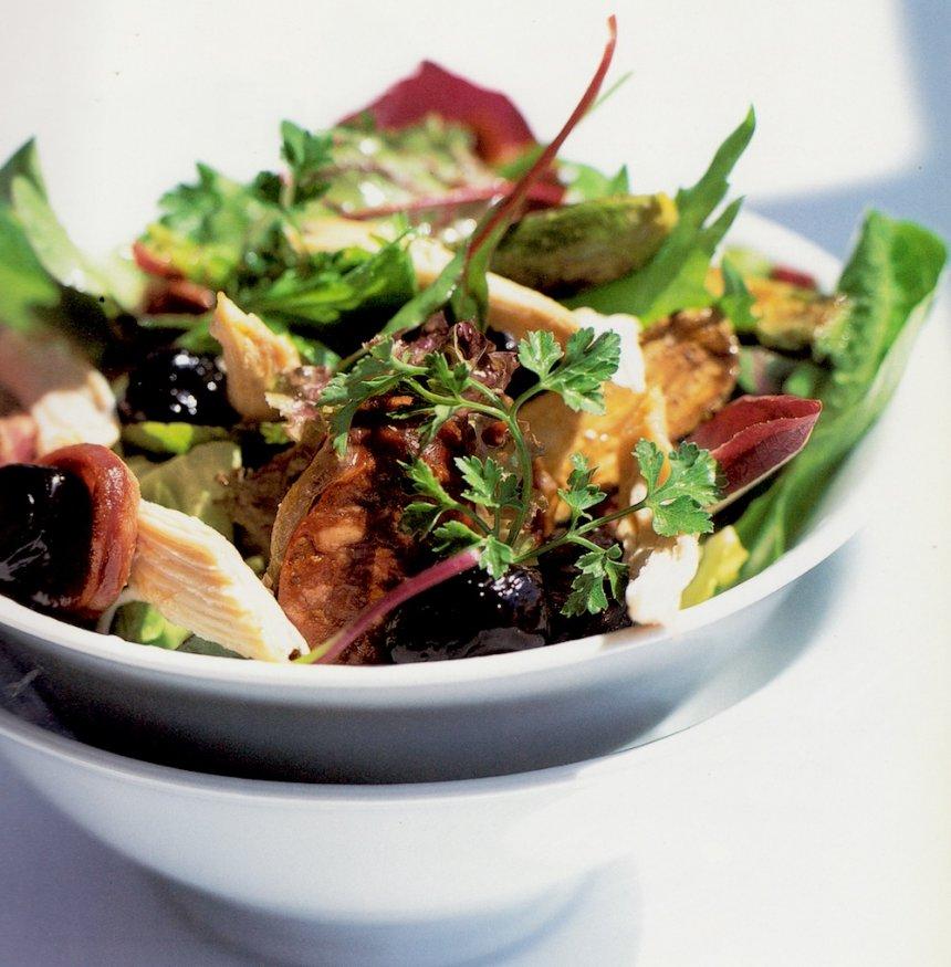 Pollo tibio con ensalada de chorizo