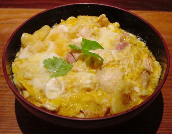 Pollo y huevo con arroz (Oyakodon)