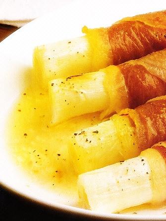 Puerros con jamón y queso