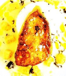 Puré de patata, hígado fresco de pato y huevos espumados