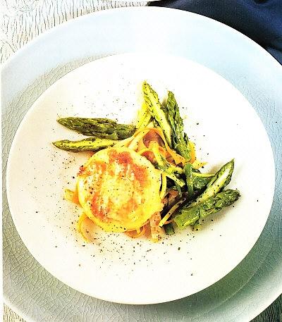 Queso tostado con verduras de estación