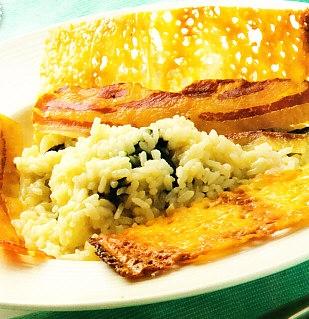 Risotto de espinacas con crujiente de queso y panceta