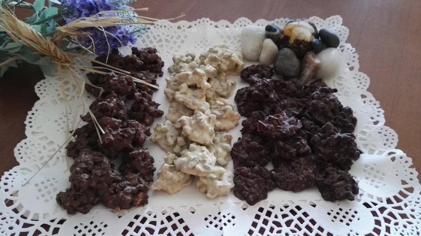 Rocas de frutos secos a los tres chocolates