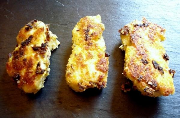 Rollitos de pollo rellenos con pimientos y queso