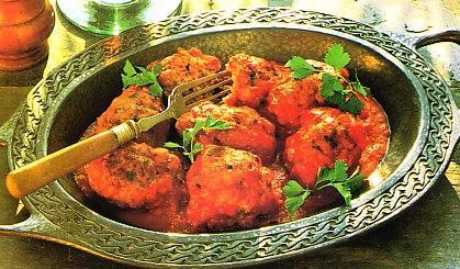 Salchichas griegas de cordero con salsa de tomate