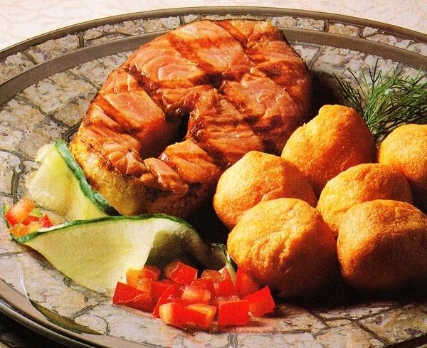 Salmón al grill con patatas Dauphine