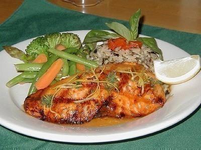 Salmón con hortalizas y alioli