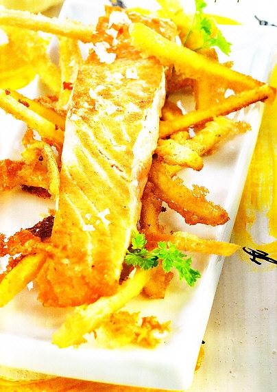 Salmón con tempura de plátano