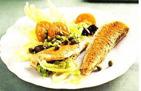 Salmonetes con ensalada