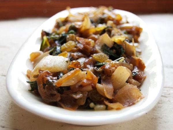Salteado de hortalizas con avellanas y pasas