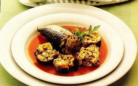 Sardinas rellenas con salsa de tomate fresco