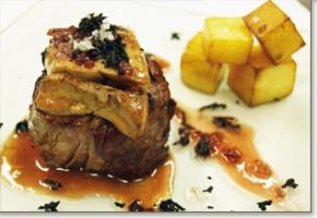 Solomillo de ternera al foie con salsa de hongos y trufas