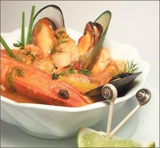 Sopa de bouillabesa con patatas