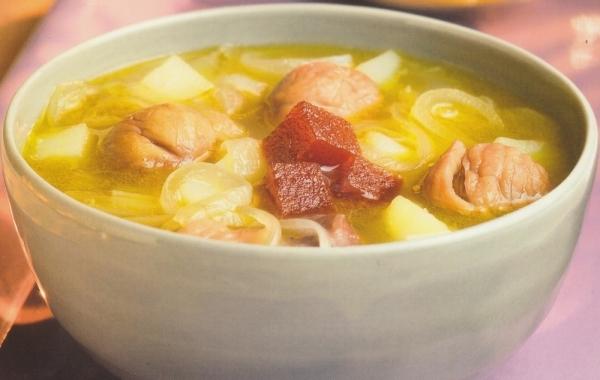 Sopa de castañas, cebolla y patatas