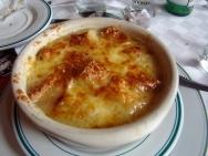 Sopa de cebolla con manzana