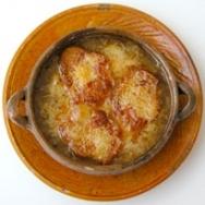 Sopa de cebolla gratinada con Emmental