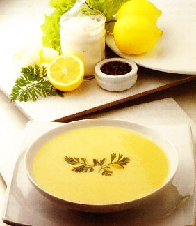 Sopa de huevo y limón