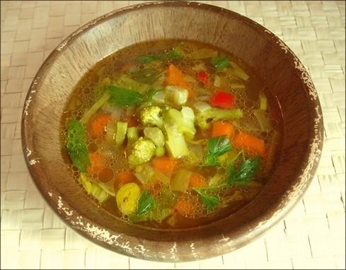 Sopa de menta con verduras