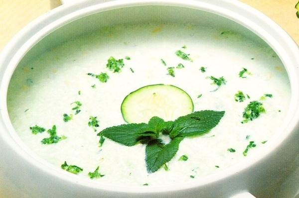 Sopa de pepino y menta