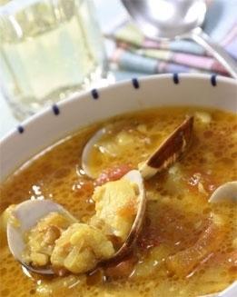 Sopa de pescado con almejas