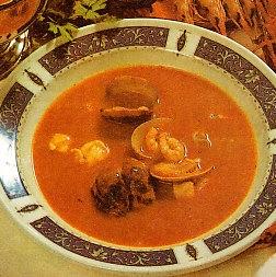Sopa de pescado con pan