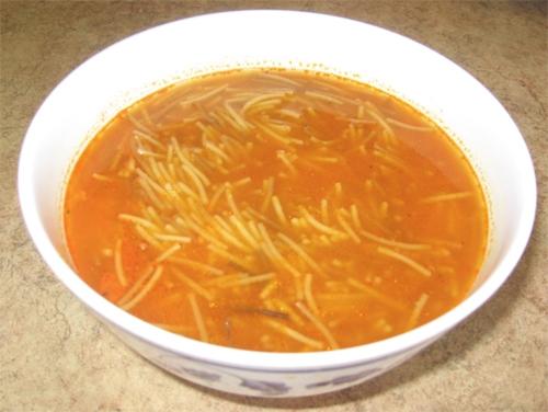Sopa de pollo con cardamomo