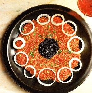 Steak tartar al caviar de mújol