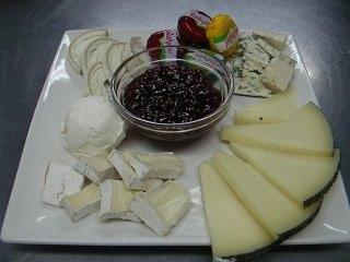 Surtido de queso con aceite de oliva y pimentón