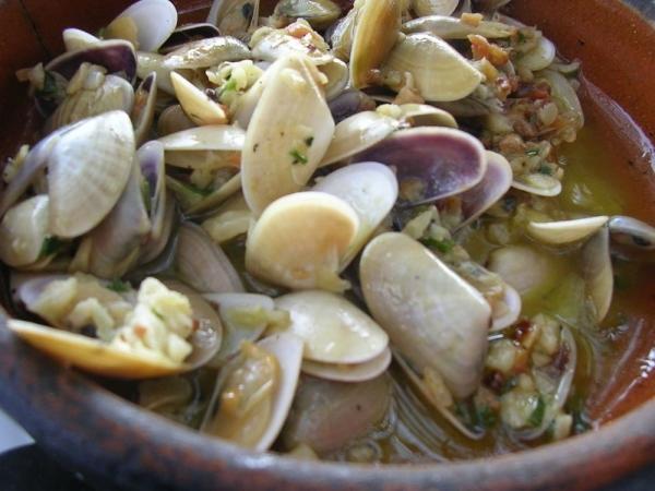 Tallarinas de mar con ajo y perejil.