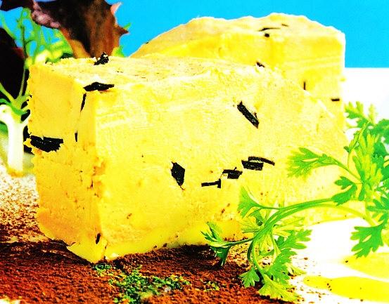 Tarrina de foie trufado con coulis de mango